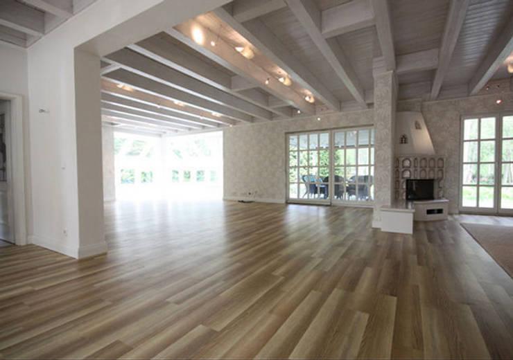 Einfamilienhaus Mühlenbeck: landhausstil Wohnzimmer von RAUMAX GmbH
