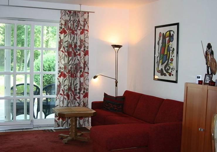 Einfamilienhaus Mühlenbeck: klassische Wohnzimmer von RAUMAX GmbH