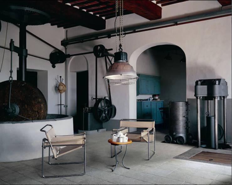 Loft: industriale Wohnzimmer von RAUMAX GmbH