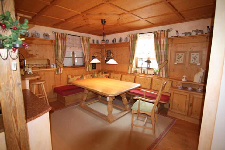 Möbel im Landhausstil:  Esszimmer von Wagner Möbel Manufaktur