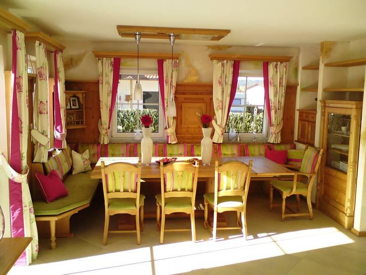 Möbel im Landhausstil: landhausstil Esszimmer von Wagner Möbel Manufaktur