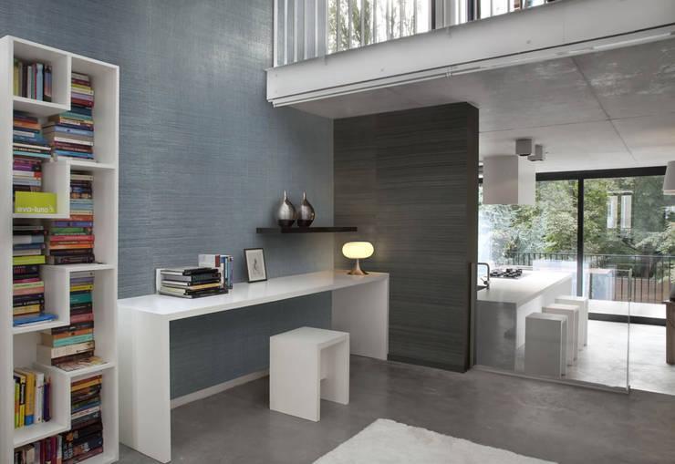 Paredes y pisos de estilo  por pro-ambiente e.K