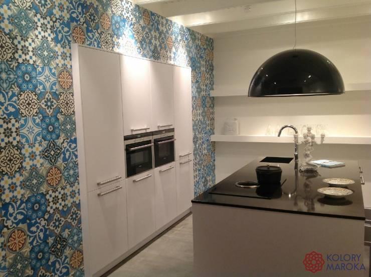 Aranżacje płytek cementowych w kuchni: styl , w kategorii Kuchnia zaprojektowany przez Kolory Maroka,