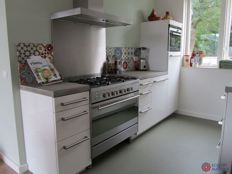 Aranżacje płytek cementowych w kuchni: styl , w kategorii Kuchnia zaprojektowany przez Kolory Maroka