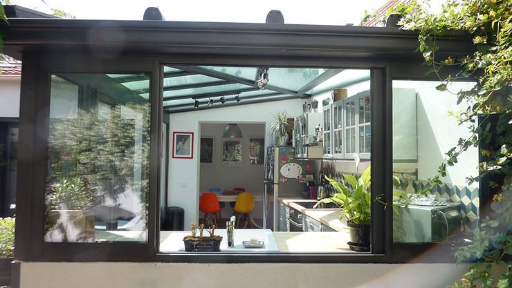 Villa Giulia _Cuisine: Cuisine de style de style Industriel par MAAD Architectes