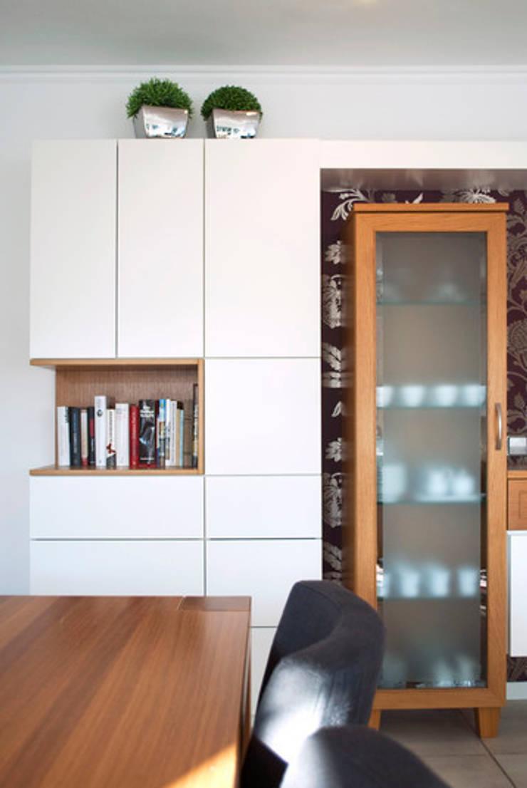 Salas de estar  por Strotmann Innenausbau GmbH