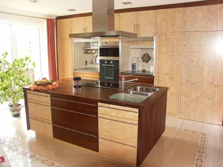 Verschiedene Projekte:  Küche von die creative Holzwerkstätte Lunnebach GmbH