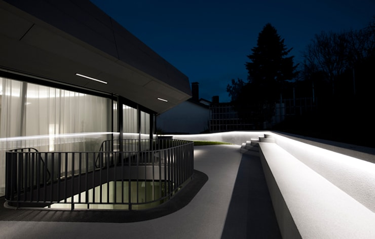 OLS HOUSE - new 4-person family home near Stuttgart:  Terrasse von J.MAYER.H