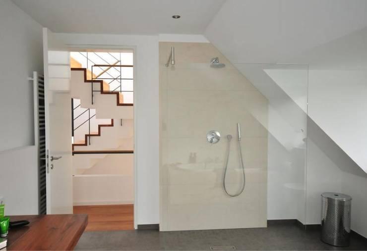 Badezimmer:  Badezimmer von LÜTTGEN GmbH