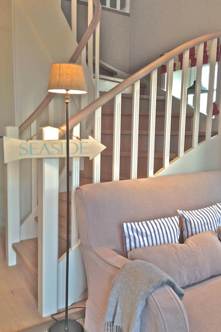 Sylt:  Wohnzimmer von Phillys Interior Design