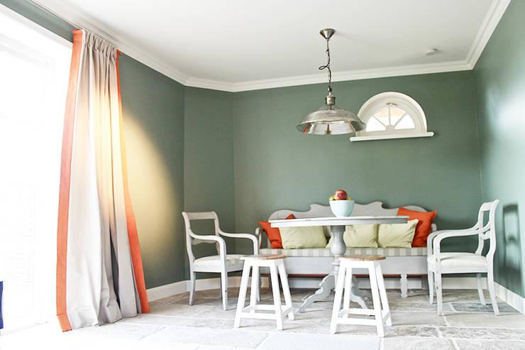 Sylt: mediterrane Küche von Phillys Interior Design