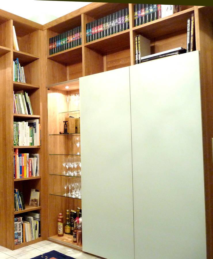 Bibliothek nach Maß in Eiche massiv:   von Einrichtungshaus & Innenarchitektur Jablonski GmbH
