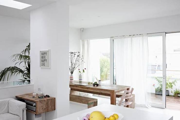 Essbereich: moderne Esszimmer von Sieckmann Walther Architekten