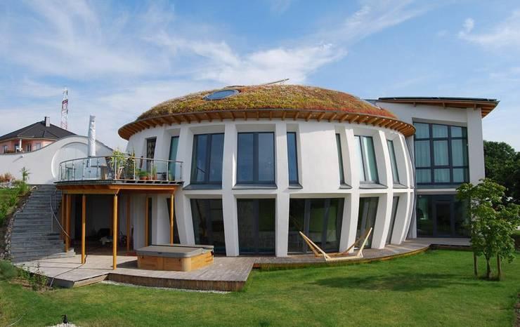 Familie R., Mittelrheintal:  Häuser von Optigrün international AG