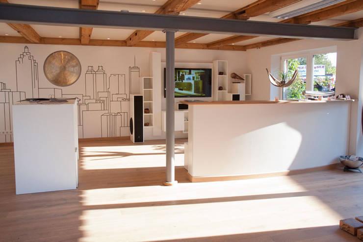 classic Living room by Die Tischlerei Hauschildt