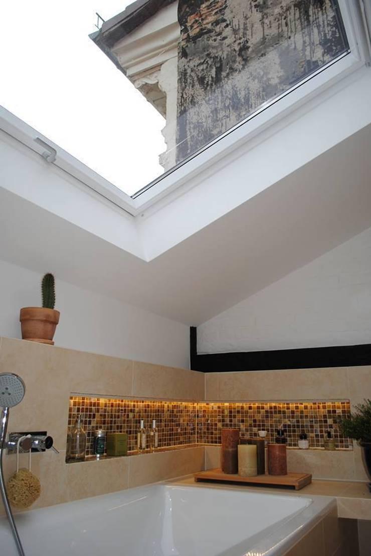 Dachausbau in Kreuzberg: moderne Badezimmer von Badkultur | Berlin