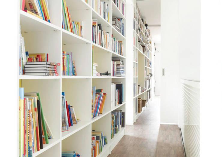 Bibliothekenregal:  Wohnzimmer von Ludwig + Nied GbR