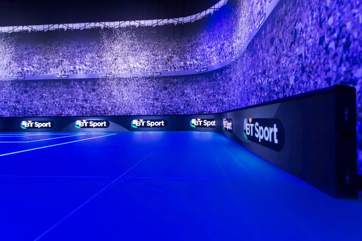 BT Sport TV Studio floor:  Geschäftsräume & Stores von Systembau Horst Babinsky
