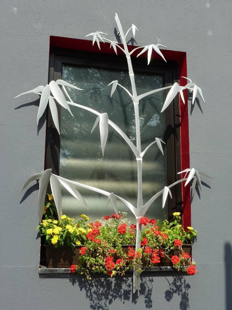Window Security: moderner Garten von Edelstahl Atelier Crouse - Stainless Steel Atelier