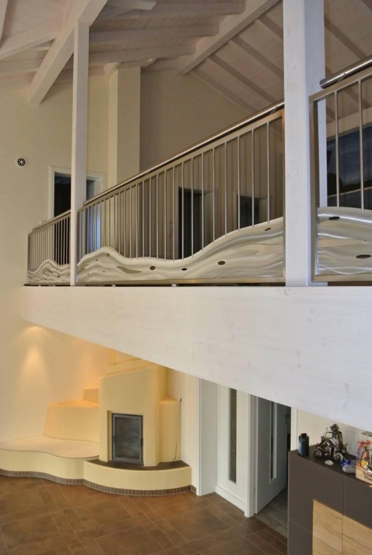 Balcones y terrazas de estilo  por Edelstahl Atelier Crouse - Stainless Steel Atelier