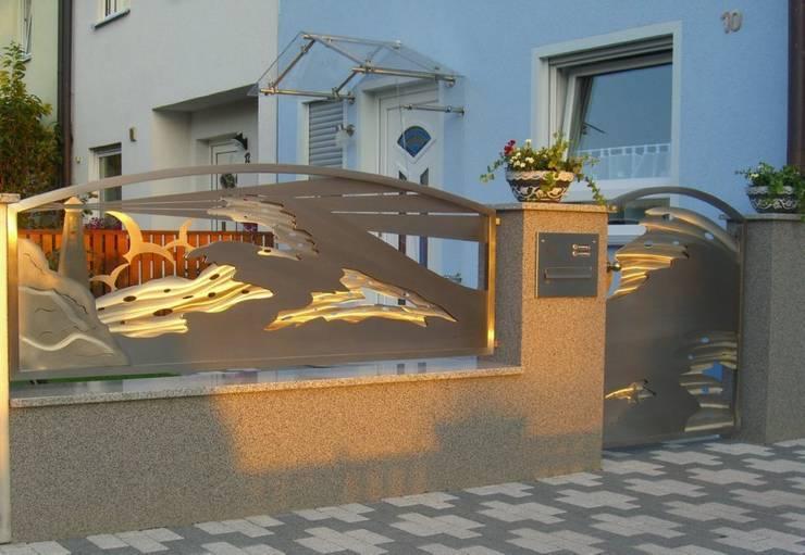Edelstahl Tordesign: moderner Garten von Edelstahl Atelier Crouse - Stainless Steel Atelier