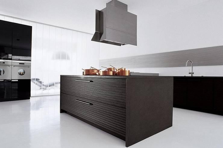 Küchenoberfläche aus Aluminium:  Küche von Küchengaleria Oßwald GmbH