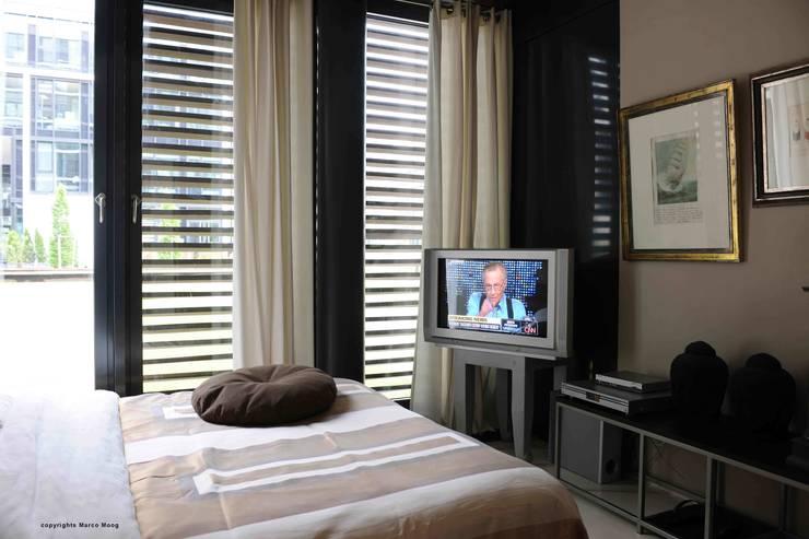 Apartment in der Hafencity:  Schlafzimmer von Andras Koos Architectural Interior Design