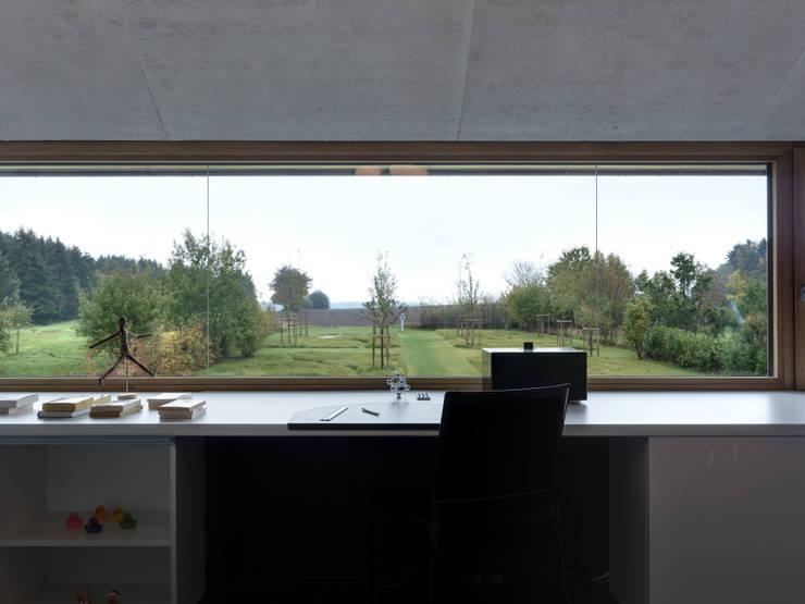 Martelange | Belgien: moderne Arbeitszimmer von LEICHT Küchen AG
