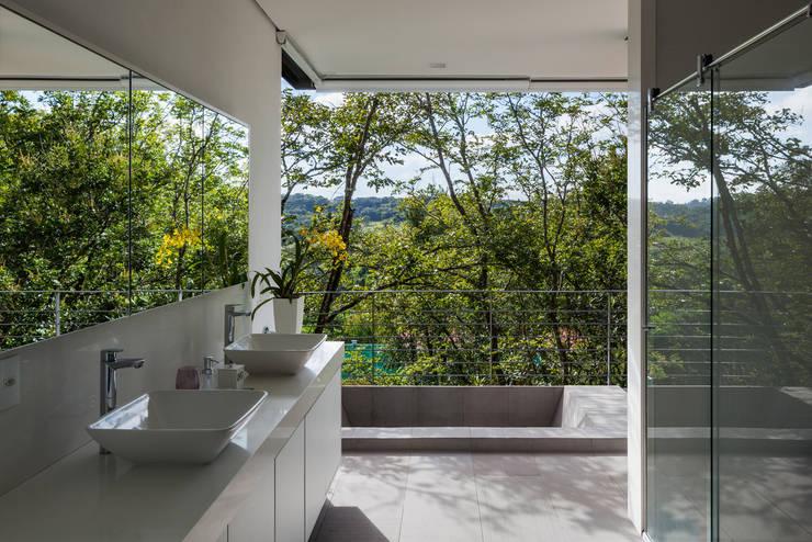บ้านและที่อยู่อาศัย by obra arquitetos ltda
