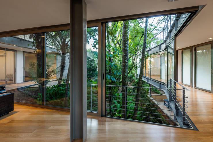 Casa LLM: Casas modernas por obra arquitetos ltda