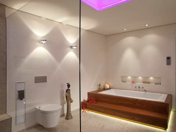Bagno in stile in stile Moderno di Design by Torsten Müller