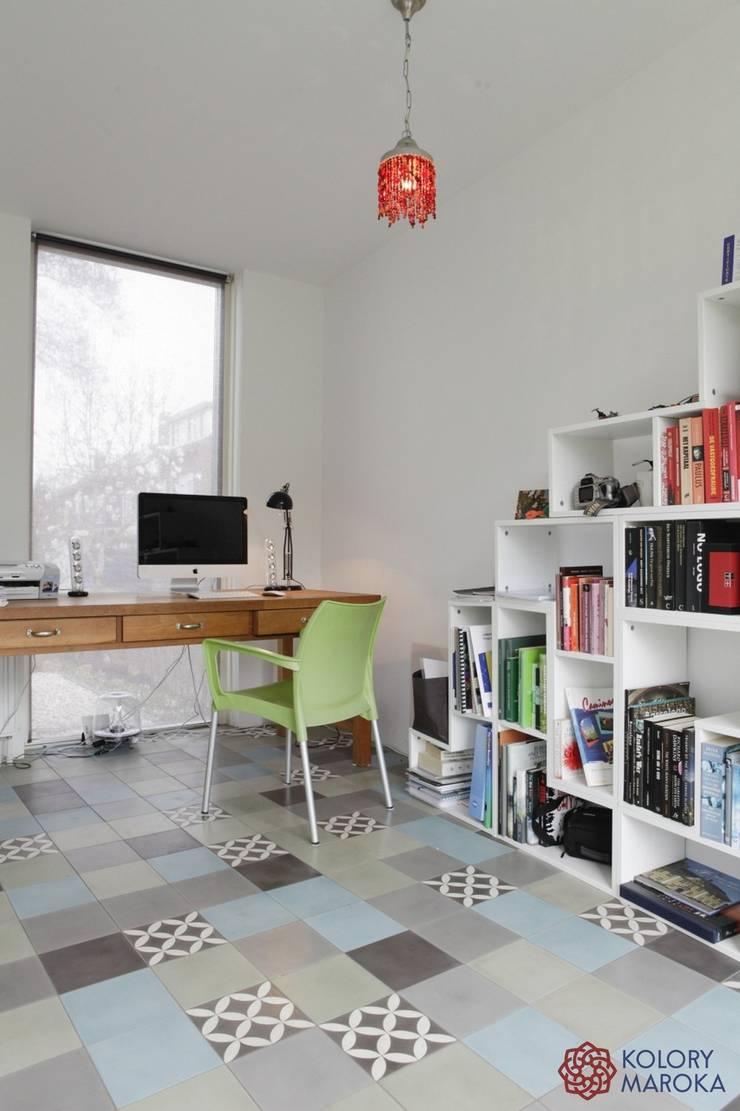 Aranżacje płytek cementowych w pokojach: styl , w kategorii Pokój multimedialny zaprojektowany przez Kolory Maroka,Śródziemnomorski