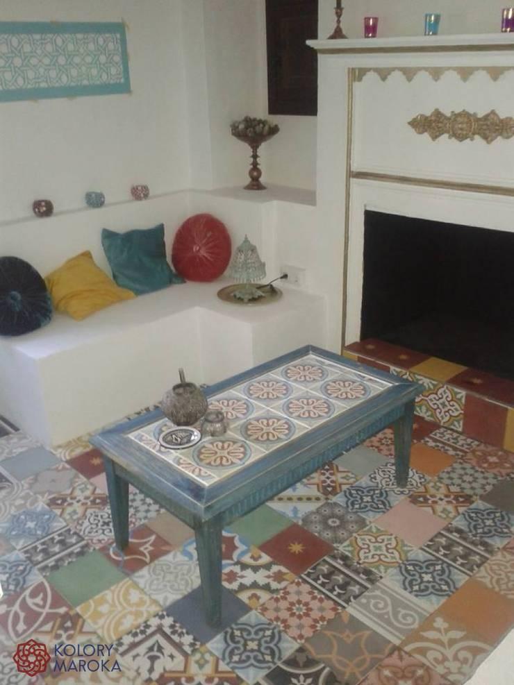 Aranżacje płytek cementowych w pokojach: styl , w kategorii Salon zaprojektowany przez Kolory Maroka,Śródziemnomorski