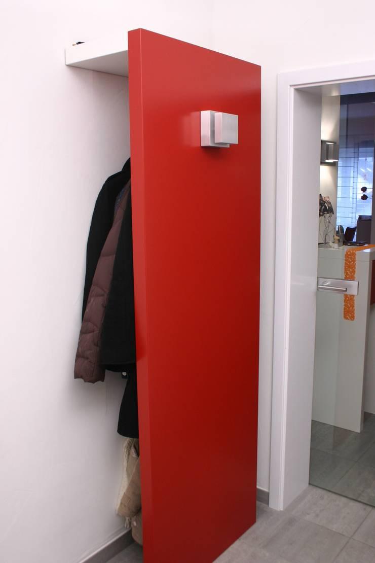 Walk in closet de estilo  por Schreinerei Deml GmbH, Rural