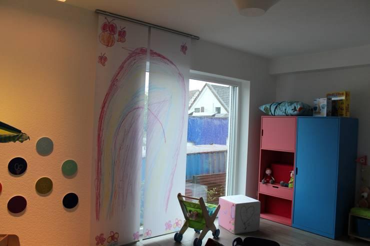Fotovorhang für das Kinderzimmer: moderne Fenster & Tür von fotokasten GmbH