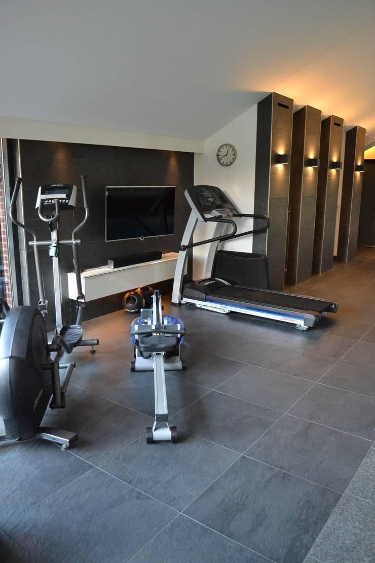 Schwimbad:  Fitnessraum von RON Stappenbelt, Interiordesign,