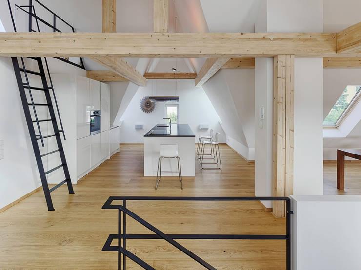 Dachgeschoss Ausbau: Küche Von PARTNER Aktiengesellschaft