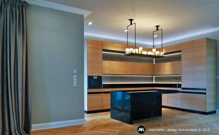 Harvestehuder Weg -  Penthouse:  Küche von Andras Koos Architectural Interior Design