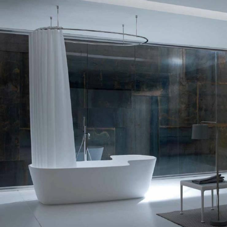 Casa de banho  por Die-Raumgestalten.de