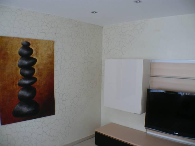Salas de estar modernas por Wände mit Charakter