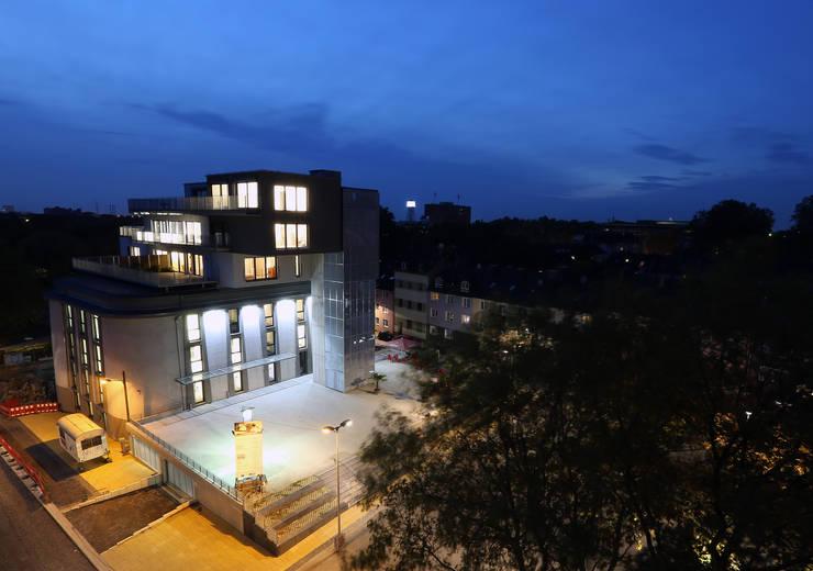 Zentral Massiv:  Häuser von Stark Design
