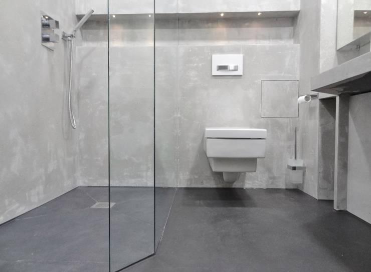 Bathroom by Wände mit Charakter