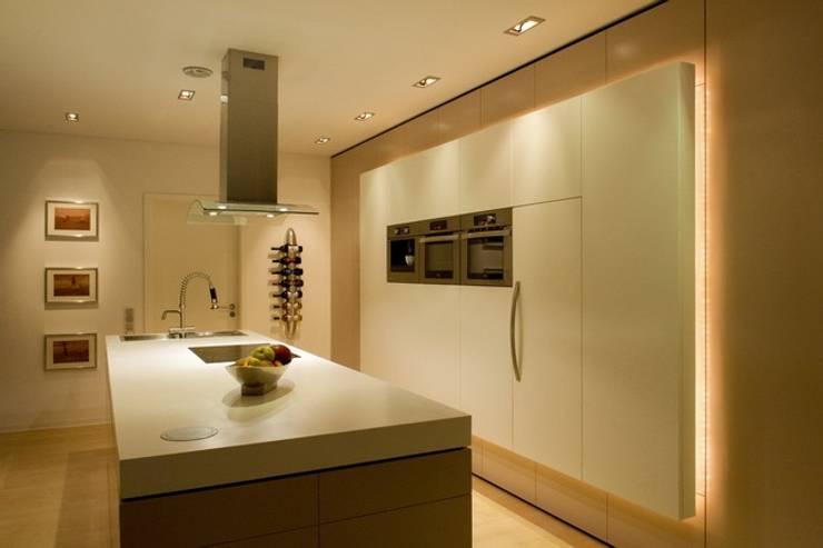 Cocinas de estilo  por  ligthing & interior design