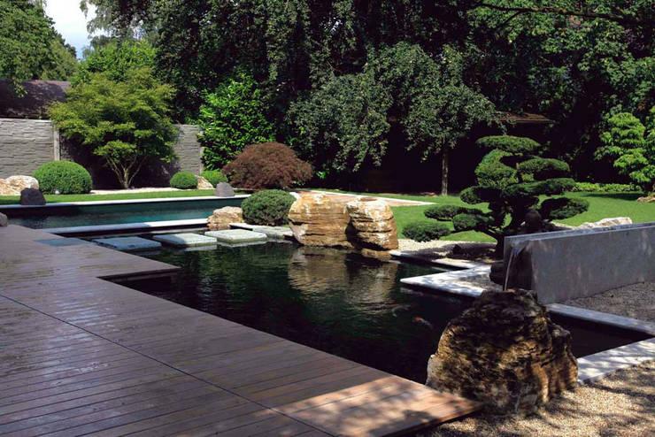 Jardines de estilo  por Kirchner Garten & Teich GmbH