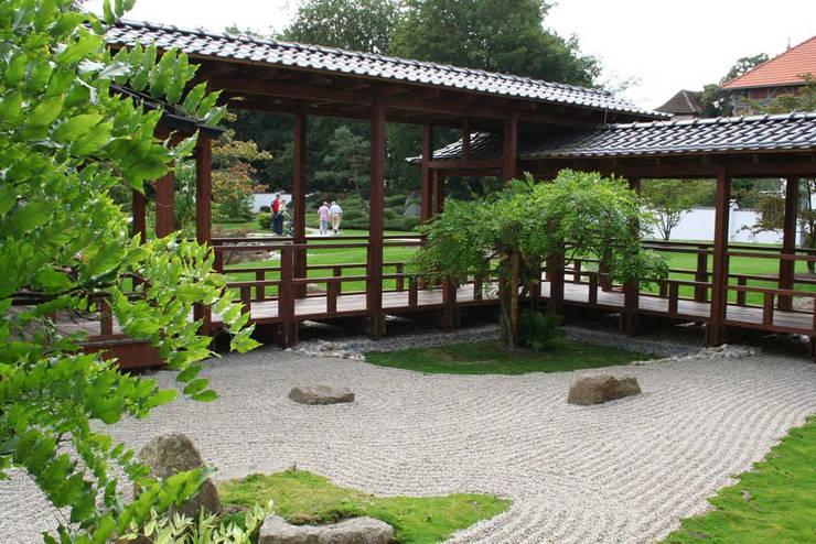 Jardines de estilo  por Kirchner Garten + Teich GmbH