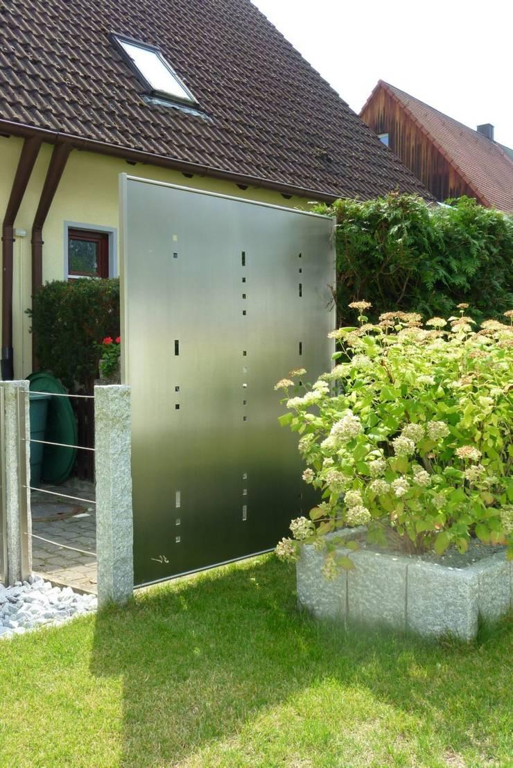 Edelstahl Sichtschutz: moderner Garten von Edelstahl Atelier Crouse - Stainless Steel Atelier