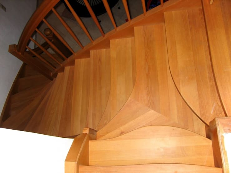 Y-Treppe: Spezielle Treppen von LIGNUM:  Flur, Diele & Treppenhaus von Lignum Möbelmanufaktur GmbH