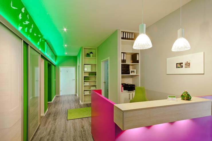 Cliniche in stile  di schulz.rooms