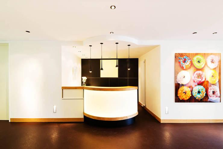 Tresen / Eingangsbereich der Praxis :  Praxen von WEINKATH GmbH