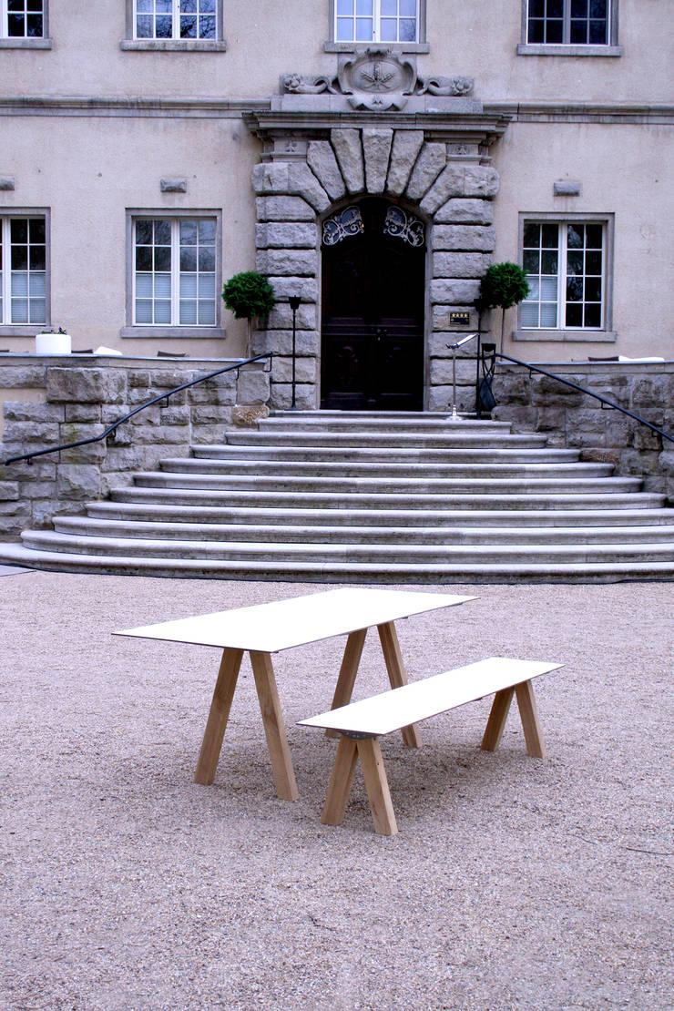 A-Fuss-Gartenensemble: modern  von Pool22.Design,Modern